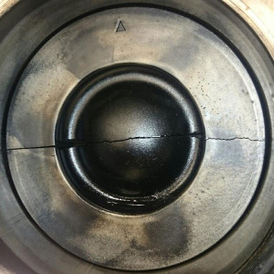 Cracked-Piston