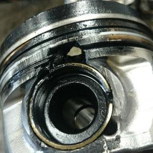 Hile In Piston X on Diesel Engine Piston Melting